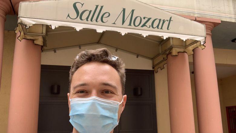 Mozart à Strasbourg, vous saviez? N'oubliez pas votre masque pour arpenter les rues du centre-ville. On sourit avec les yeux. / © Loic Schaeffer/ France 3.