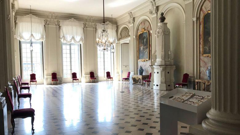Dans le palais des Rohans, les distances de sécurité sont faciles à respecter / © Catherine Munsch / France télévisions