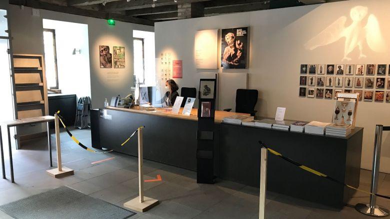Des caisses sécurisées pour le personnel et les visiteurs des musées / © Catherine Munsch / France télévisions