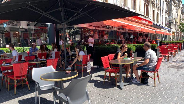 Soleil et clients pour ce premier jour d'ouverture des restaurants / © Paul-Antoine Boudet/France Télévisions