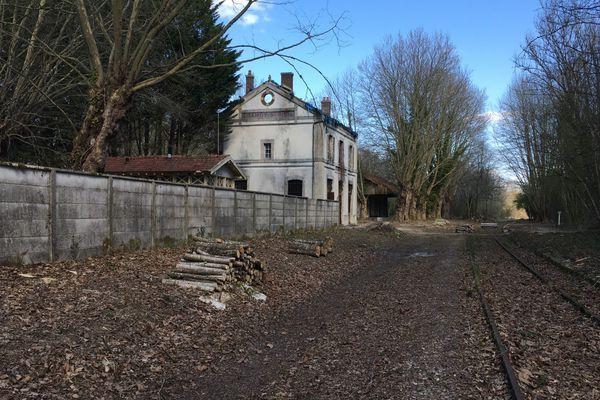 L'ancienne gare de St Phal-Chamoy est située sur le parcours de 10 km