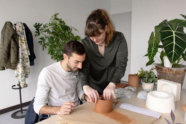 """""""Il y a deux publics différents. Certains souhaitent acheter nos pièces et certains, plus manuels, souhaitent les réaliser"""", explique Marie, céramiste designer à Reims."""